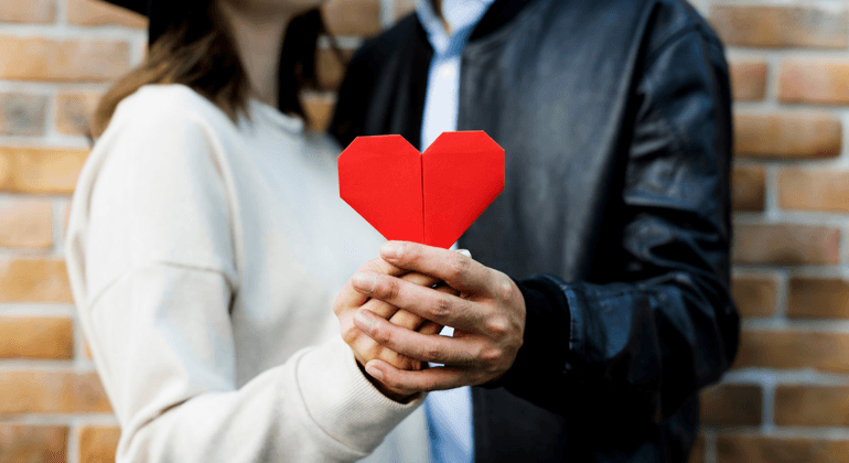 How to Create a Love Contract for Dating in the Workplace